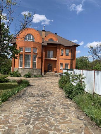 Жилой дом с участком в с Лютеж ул Витряного 20-а