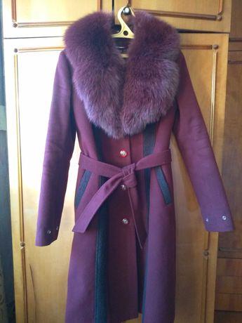 Цена снижена. Зимнее кашемировое пальто женское
