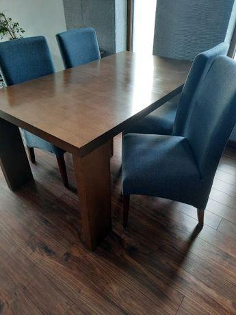 stół z krzesłąmi