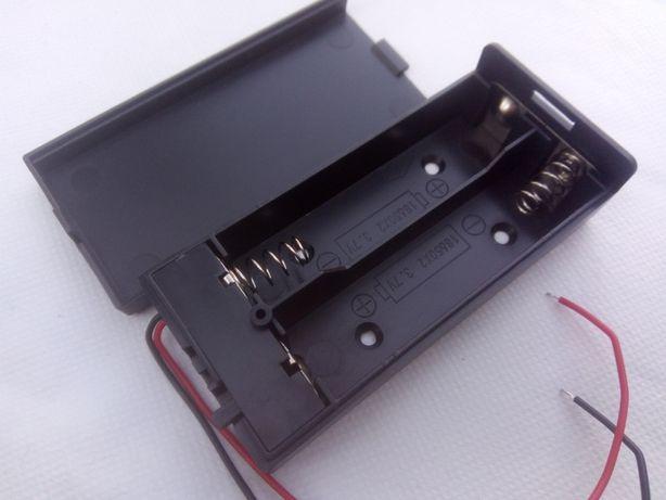 Закрытый батарейный отсек под два аккумулятора 18650 с выключателем