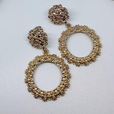 Par de Brincos Dourados Vintage com Relevos