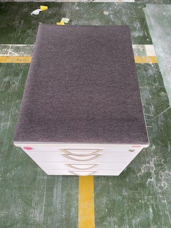 Szafki szufladowe  tapicerowane na kółkach