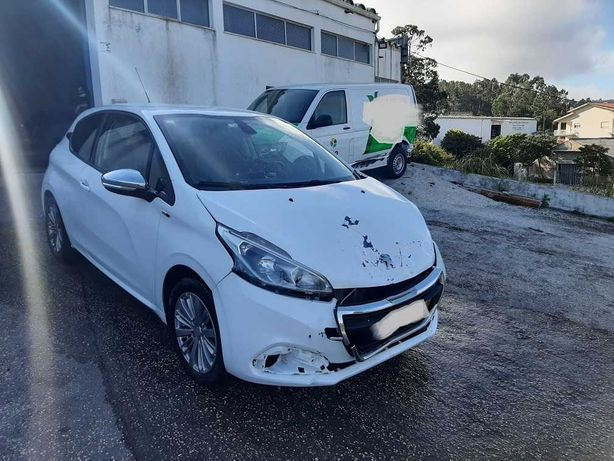 Peugeot 208 1.6 Diesel 2016 Nacional -- Acidentado 3250€