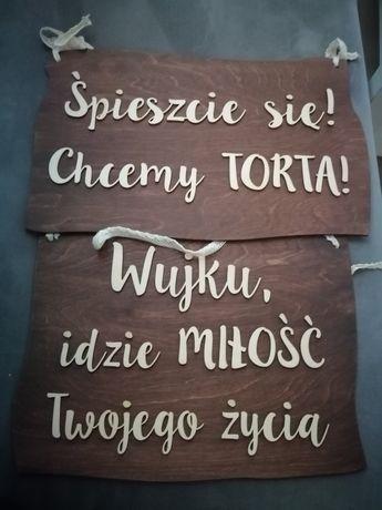 Drewniane tabliczki do niesienia przez dzieci w kościele.