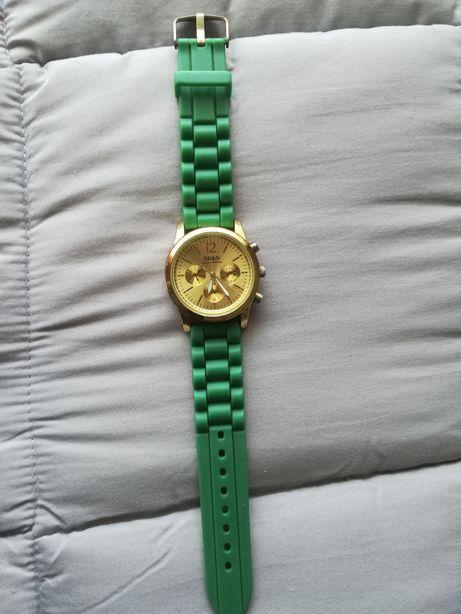 Relógio verde seco