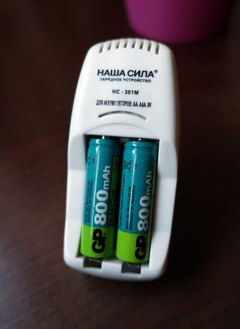 - Хорошее зарядное устройство Наша Сила НС-301М + Аккумуляторы -