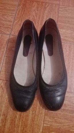 Sapatos pretos salto