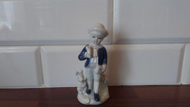 Figurka porcelanowa, chłopiec
