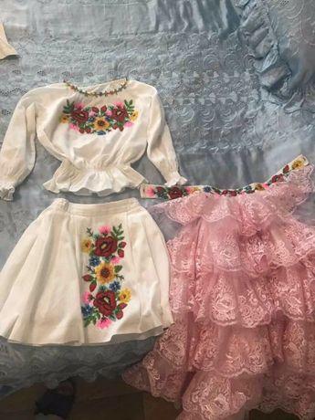 Вишитий український костюм (спідниця і сорочка, з шлейфом)