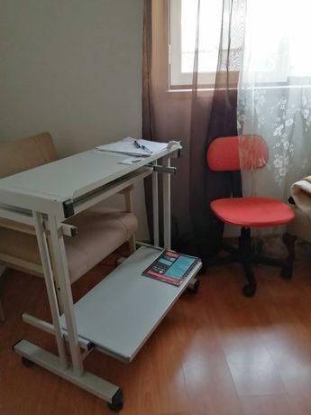 Secretária para computador + 1 cadeira vermelha