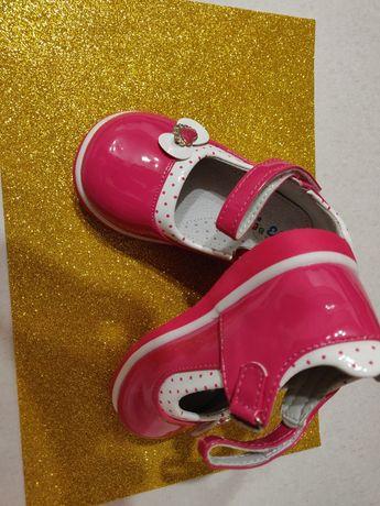 Продам туфельки дитячі