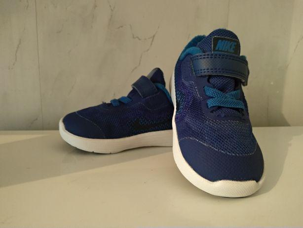 Кроссовки Nike. На годик