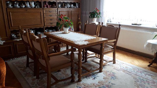 Stół i krzesła do salonu lub jadalni