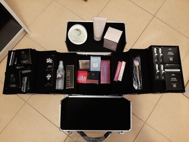 Kuferek pełen kosmetyków dzień kobiet