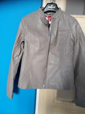 Oryginalna kurtka damska firmy Guess w kolorze ciemno siwym.