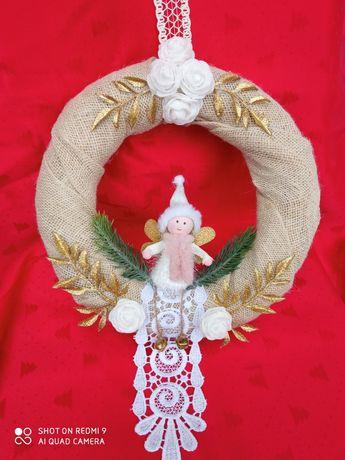 Wianki świąteczne z juty