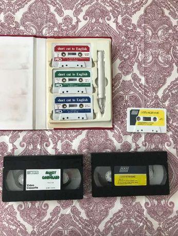 Cassetes de audio e video com conteúdos de inglês
