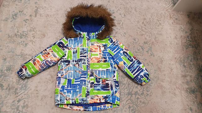 Яркая зимняя курточка с мехом на мальчика 104 см