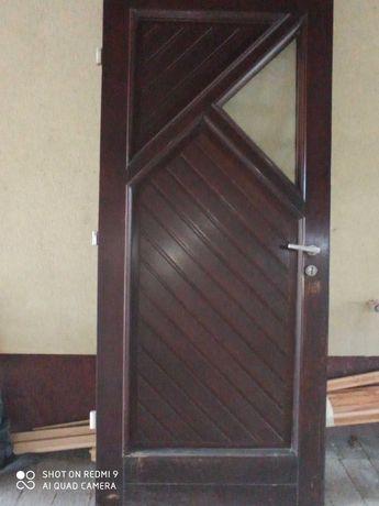 Drzwi zewnętrzne drewniane- samo skrzydło.