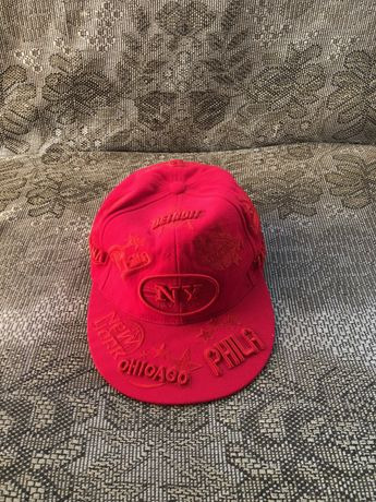 Продам бейсболку (кепку) К&В красную