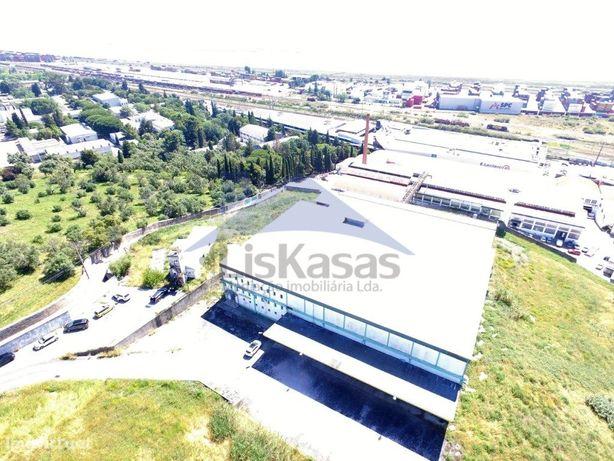 Armazém industrial em Sacavém