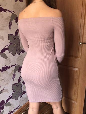 Платье с открытыми плечами.Coldi