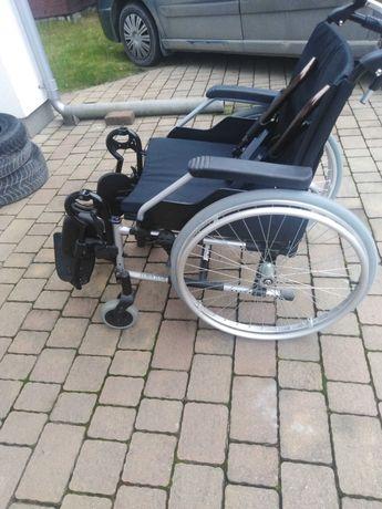 Wózek inwalidzki składany poręczny do samochodu.