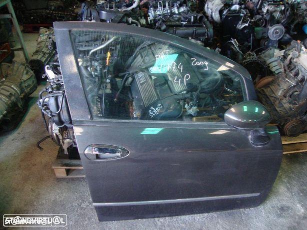 Porta Fiat Linea de 4 portas, frente direita