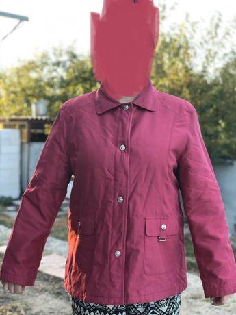 Женская курточка на утеплителе.