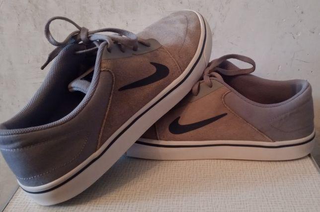 Спортивная обувь Nike