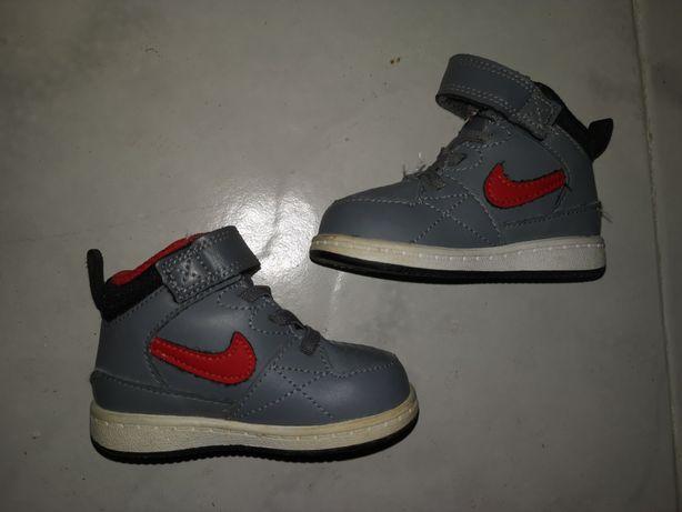 Ténis bota Nike em bom estado