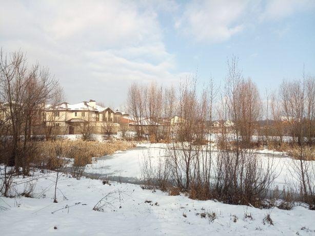 Участок 25 соток в с. Маковище с выходом к озерцу.