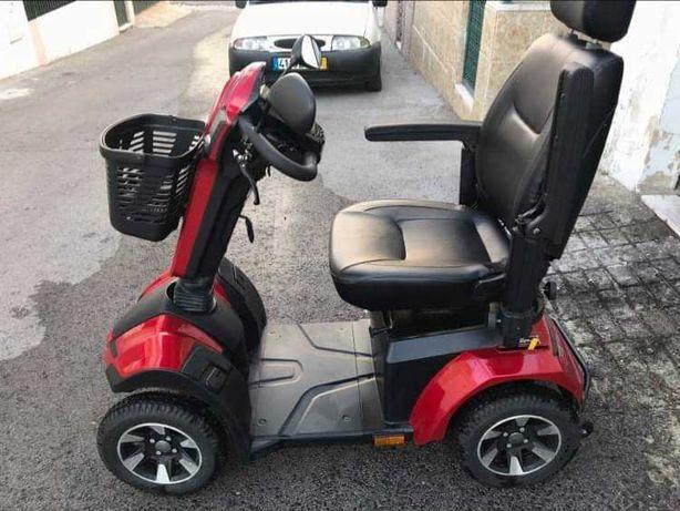 Scooter Stannah Maxi de mobilidade praticamente nova, teve pouco uso.