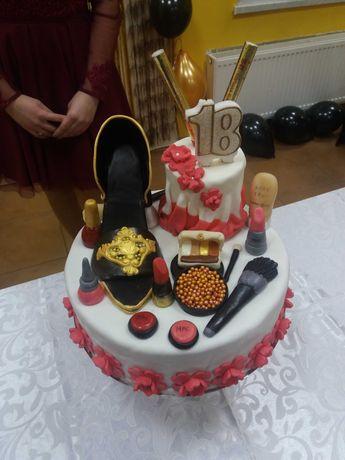 Dekoracje na tort z masy cukrowej