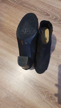 Vendo Sapatos de Salto preto