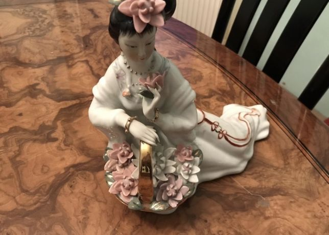 Piękna figurka porcelanowa