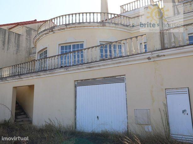 Moradia em T3 em condomínio fechado com Piscina