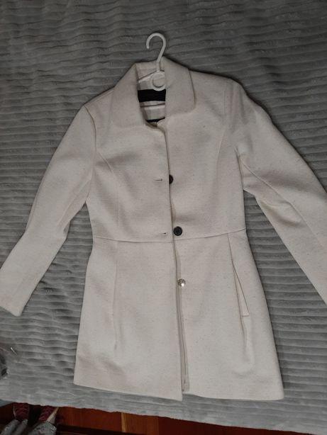Płaszcz wiosenno jesienny biały Reserved 36