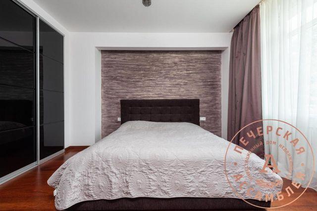Продается 3-х комнатная квартира на ул. Драгомирова, 3.