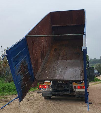 Contentores, camiões e carrinhas para todo o tipo de apoio agrícola