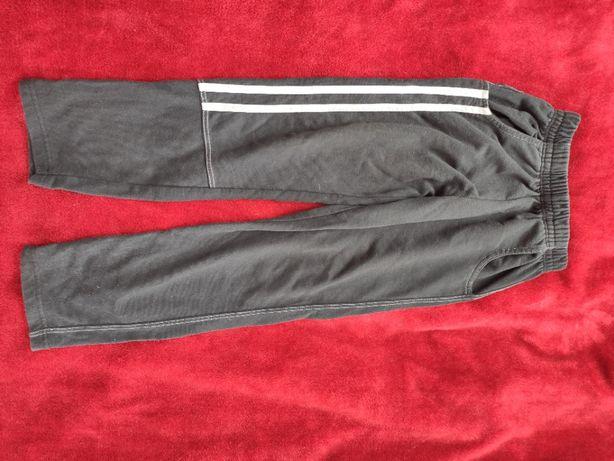 spodnie dresowe dla chłopca na 140 cm
