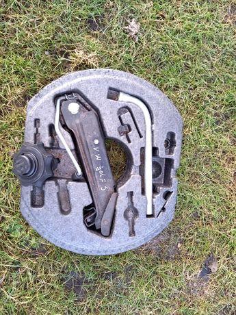 Wkład koła zapasowego lewarek klucz Vw Golf V Seat Skoda