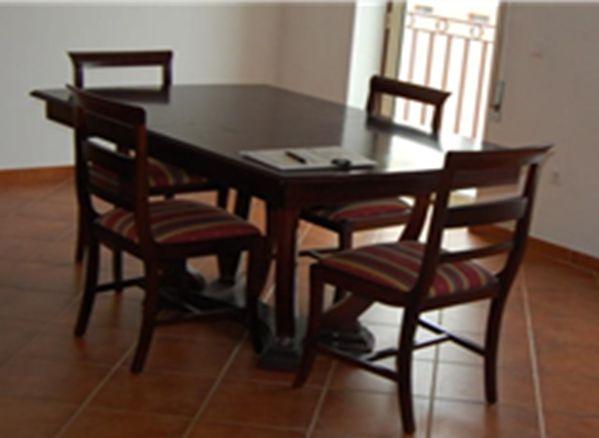 Mesa Jantar Mogno e cadeiras