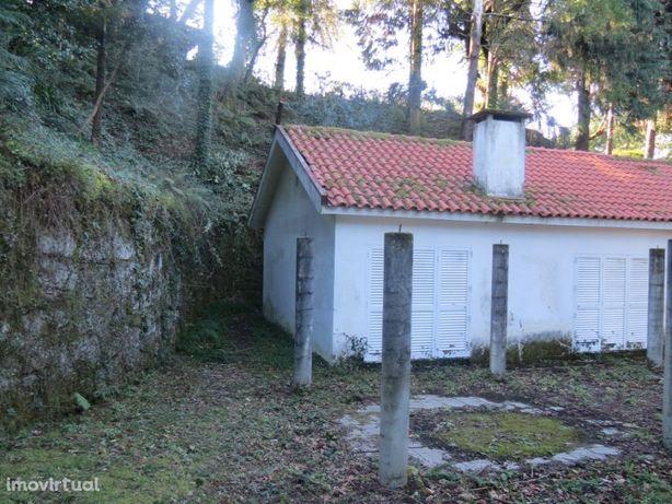 Vende-se Moradia Térrea - Salamonde Vieira do Minho
