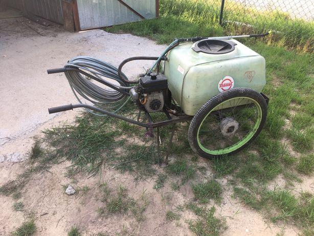 Opryskiwacz spalinowy wózkowy