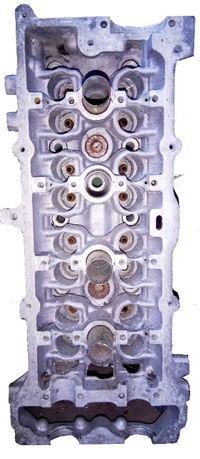 Алюминиевая головка цилиндра от двигателя автомобиля