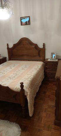 Mobília de quarto de casal em madeira