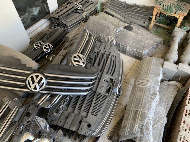 Центральна решітка(Решітка бампера) до усіх моделей AUDI,VW,SKODA