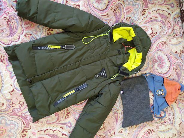 Демисезонная курточка, шапка в подарок. Жилетка. 110 р. Весна, осень.