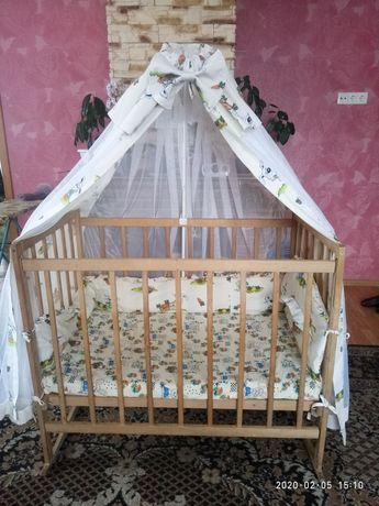 Кроватка з матрасом і балдахіном